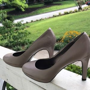Tan Bandolino pumps